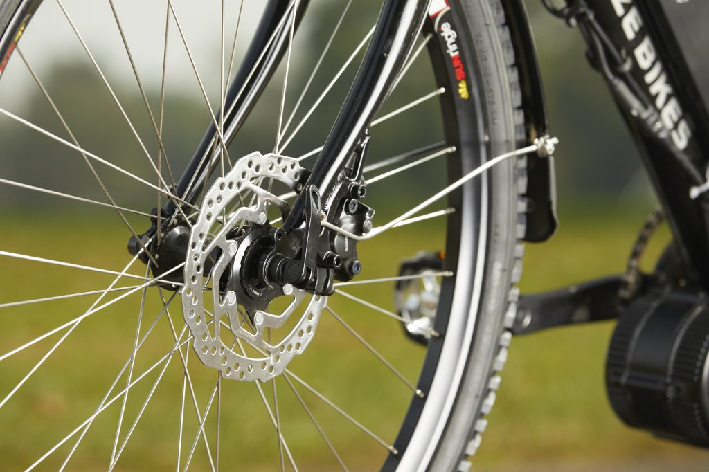 ZizeBikes - Easy Steps on How to Inflate Bicycle Tires With Schrader Valves - Zizi Bikes